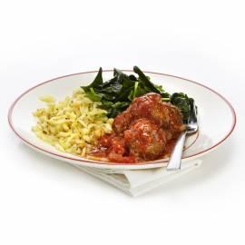 Gehaktballetjes met kaas en geroerbakte spinazie