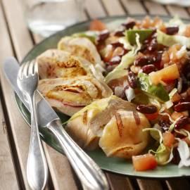 Gevulde kipfilet met rodebonensalade