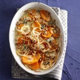Gratin van zoete aardappel met roquefort en walnoten