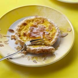 Bladerdeegtaartje met gebakken custard en abrikozenjam