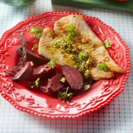 Kabeljauw met geroosterde biet en pistachesalsa