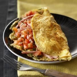 Kruidenomelet met ham en tomaat