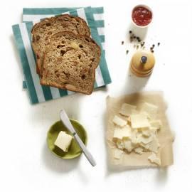Mueslibrood met vijgenjam en Parmezaanse kaas
