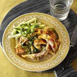 Omelet met surimi en komkommer