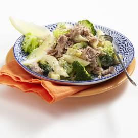 Pasta met tonijn, broccoli en bosui