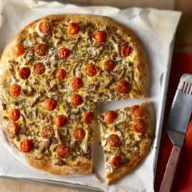 Plaatpizza met shoarma en ei