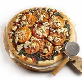 Plaatpizza met spinazie en spekjes