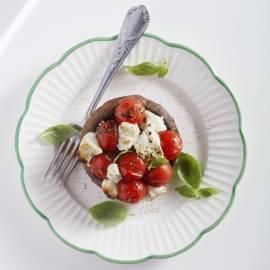 Portobello gevuld met geroosterde tomaat en geitenkaas
