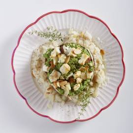 Portobello gevuld met groentemousse, feta en amandelen