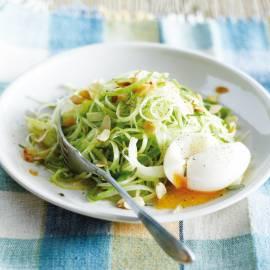 Preisalade met ei en sinaasappel- rozemarijndressing