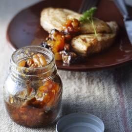 Pruimen-abrikozenchutney met kerrie