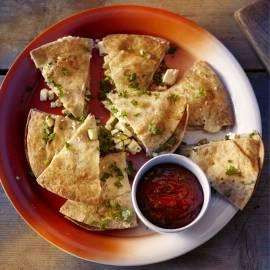 Quesadilla met pittige tomatensalsa