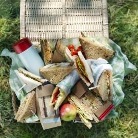 Sandwich met geitenkaas, biet en rucola