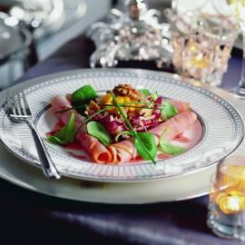 Salade van beenham met frambozen-notendressing