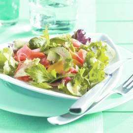 Salade van mango, avocado en zalm