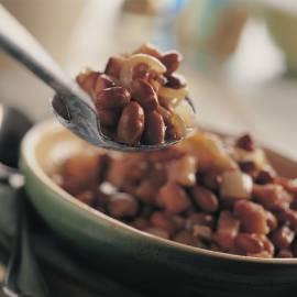 Bruine bonen met spek en appelmoes