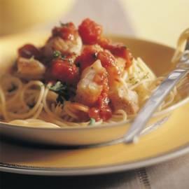 Spaghetti met kabeljauw in tomatensaus