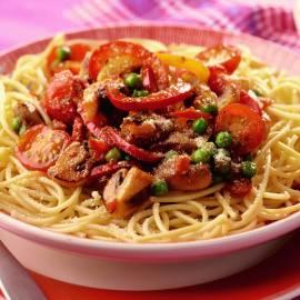 Spaghetti met paprika, champignons en doperwtjes
