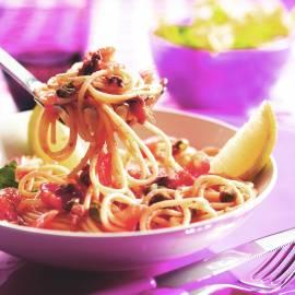 Spaghetti met tomaat, ansjovis en kappertjes