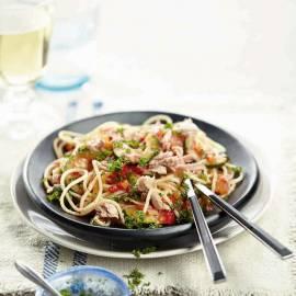 Spaghetti met tonijn en roerbakgroenten