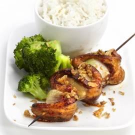 Spekspiesjes met rijst en broccoli