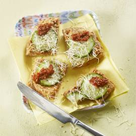 Speltbrood met pindakaas en sambal