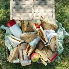 Sandwich met spinazie, roomkaas en gerookte zalm