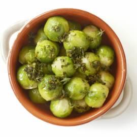 Spruitjes met groene kruiden