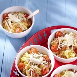 Tagliatelle met gepofte tomaatjes