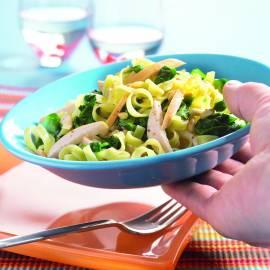 Tagliatelle met gerookte kipfilet en spinazie