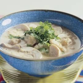Thaise rijstsoep met kip en champignons