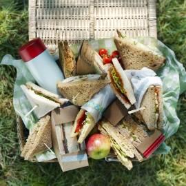 Sandwich tonijn, groene paprika, rode ui en kappertjes