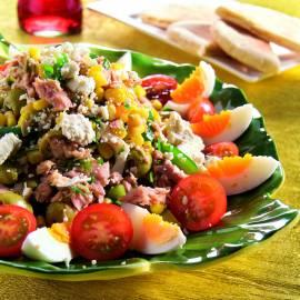 Tonijnsalade met knoflook-korianderdressing