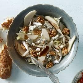 Witlofsalade met walnoten en blauwe kaas