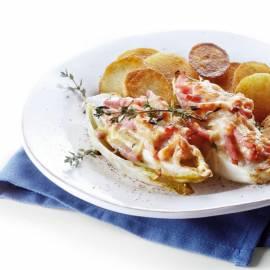 Witlofschotel met boerenkaas en gebakken aardappelen