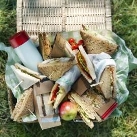 Sandwich met wortelsalade en kaas
