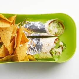 Wrap met kip, kaas en komkommer
