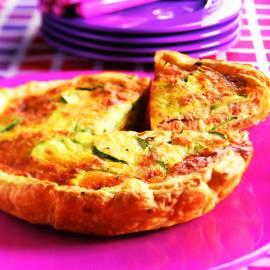Zalmtaart met courgette en kaas