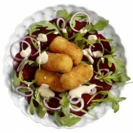 Zoetzure bietjessalade met aardappel-kaaskroketjes en aioli
