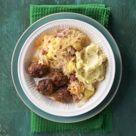 Zuurkool met ananas en pikante gehaktballetjes