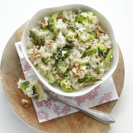 Asperge-broccolirisotto met noten