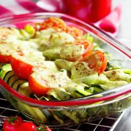 Courgetteschotel met tomaat en mozzarella