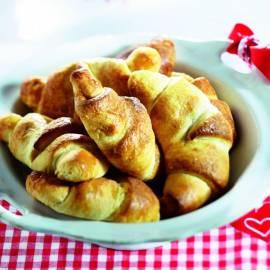 Croissantjes met rozijnen en kaneel