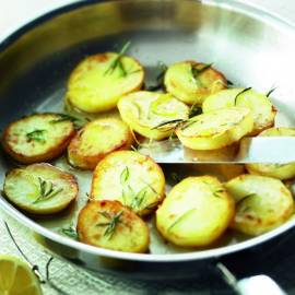 Dikke aardappelschijven met boter en citroen