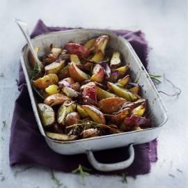 Geroosterde aardappel en appel met rozemarijn en kaneel