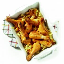 Drumsticks in pesto-roomsaus met pasta