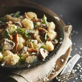 Gnocchi met gebakken paddenstoelen en basilicum