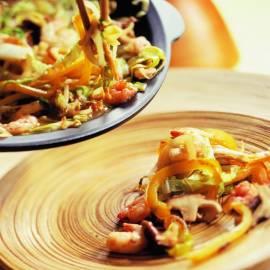 Garnalen en groenten uit de wok