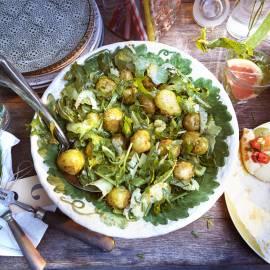 Aardappelsalade met bleekselderij, kappertjes en sinaasappeldressing