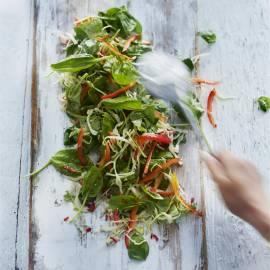 Koolsalade met spinazie en peper-limoendressing